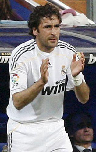 Foto: Mourinho frena a Raúl en su adiós al Real Madrid