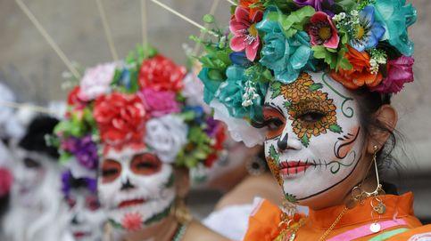 Resaca con catrinas en México y Pérez Galdós en Madrid: el día en fotos