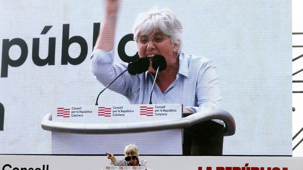 Foto: Clara Ponsatí durante una intervención en Perpiñán el 29 de febrero. (EFE)