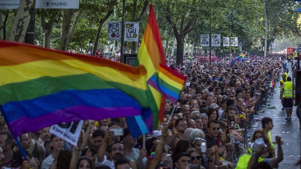 Foto: Desfile de las carrozas del Orgullo Gay de Madrid en 2017. (EFE)