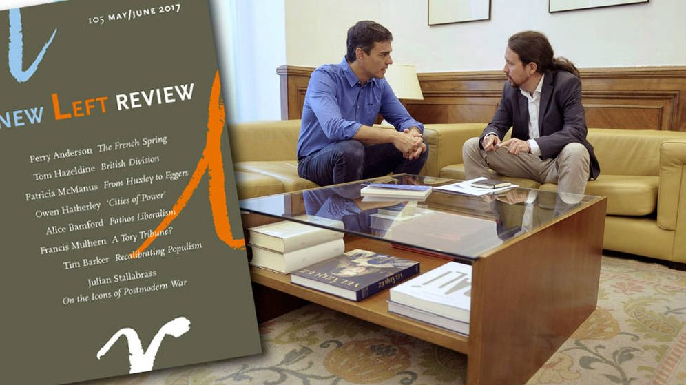 Foto: Pedro Sánchez ha sido obsequiado con un ejemplar de 'The New Left Review'. El regalo ha sido de Iglesias
