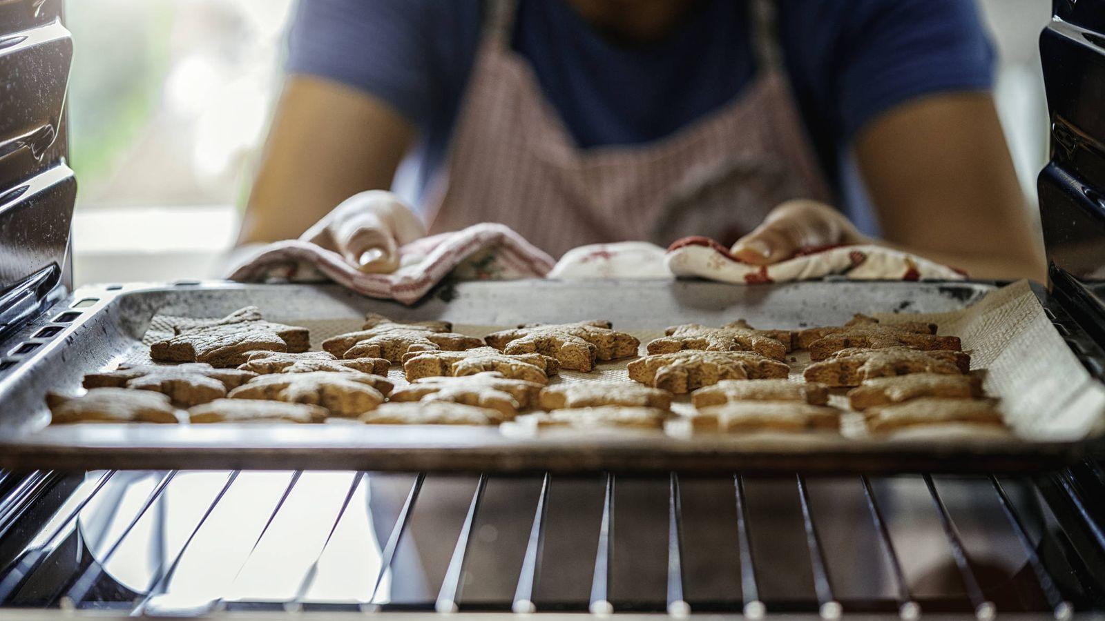 Foto: Galletas de jenjibre recién hechas. (iStock)