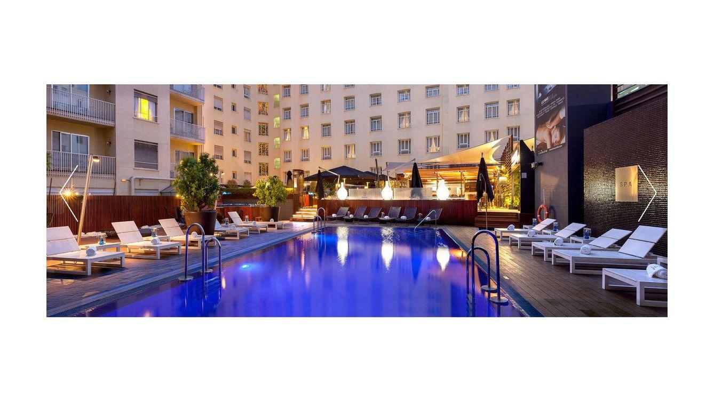 Las piscinas m s singulares de madrid para refrescarse en for Follando en la piscina del hotel