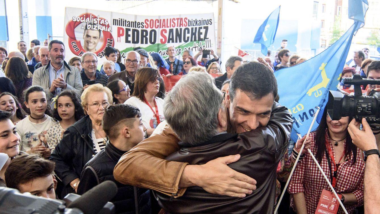 Sánchez arranca las primarias con actos diarios y con otros 36.600 euros recolectados