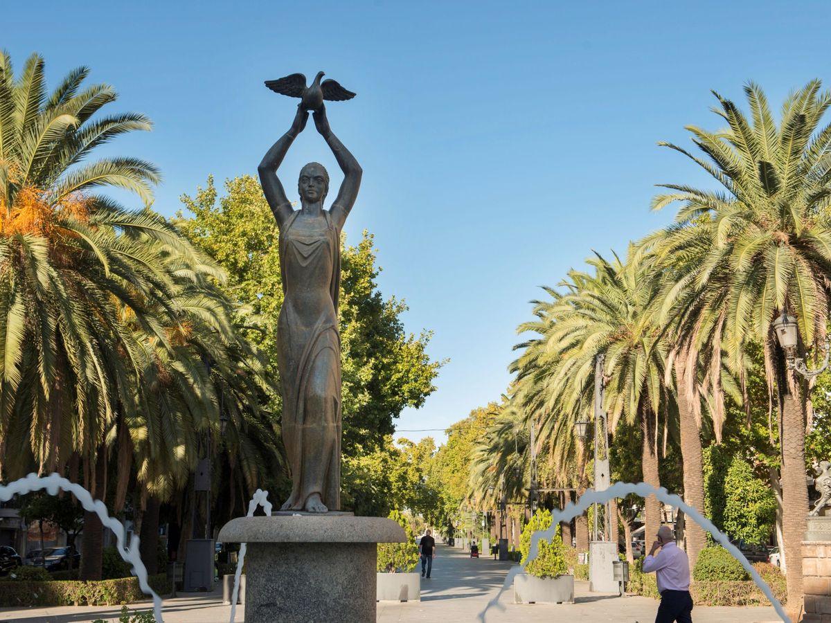 Foto: Vista del Paseo de Linarejos, en el centro de Linares, Jaén. (EFE)