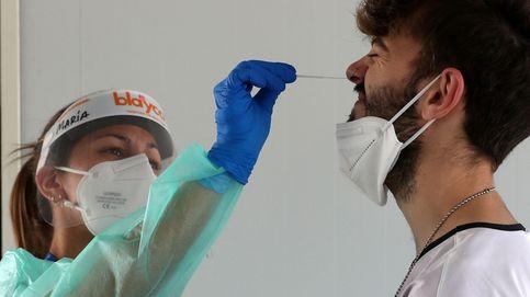 El estallido de contagios obliga a repensar el plan de vacunación: Ya vamos tarde