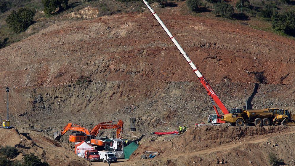 Foto: Los mineros, iniciando los trabajos de rescate de Julen (EFE).