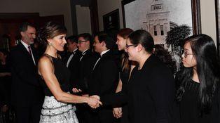 La reina Letizia, de cena en Texas estrenando modelazo y con joyas de pasar