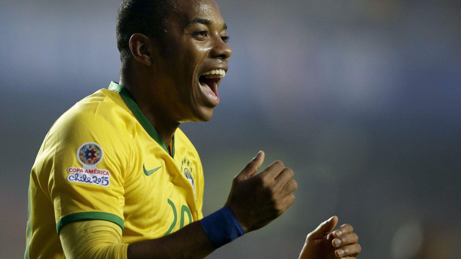 Foto: Robinho, durante un partido con la selección de Brasil. (EFE)