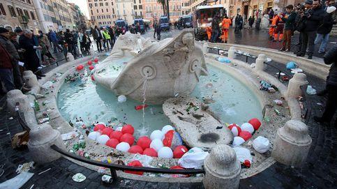 Los aficionados del Feyenoord arrasan la Plaza de España de Roma