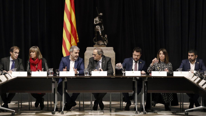 El presidente de la Generalitat. Quim Torra (c), durante la reunión mantenida este lunes con los agentes sociales y las instituciones vinculadas al MWC (EFE)