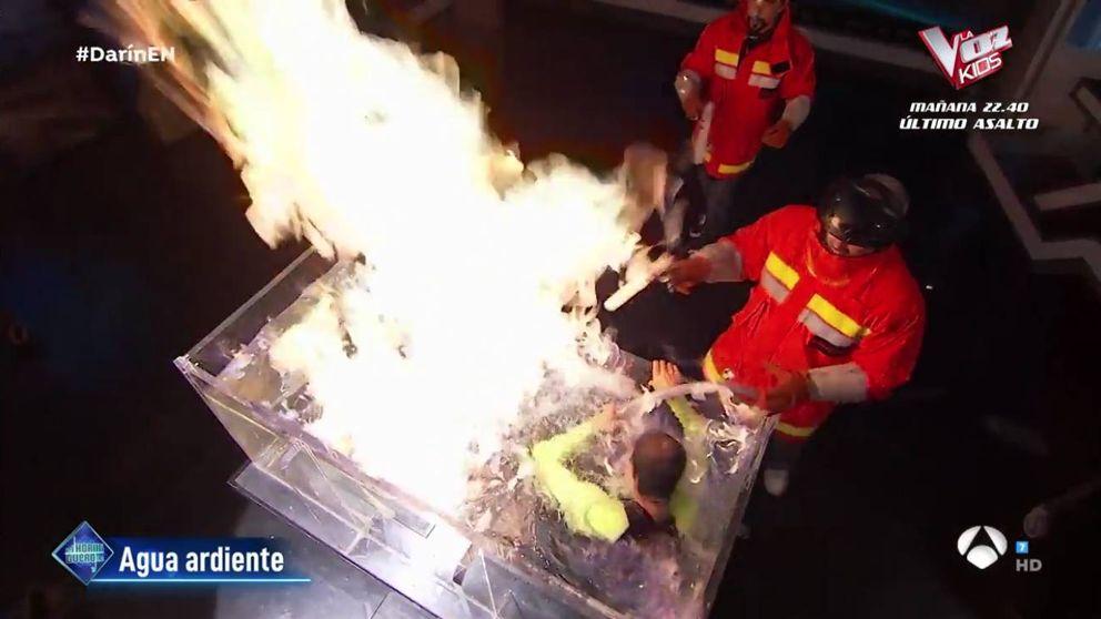 Experimento fallido en 'El hormiguero': Motos salva del fuego a un colaborador