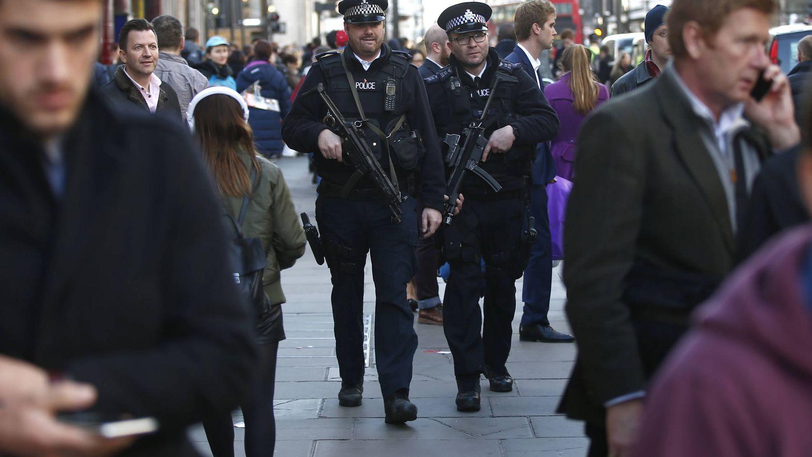 Reino Unido aprueba la ley de vigilancia más extrema del mundo... y ...