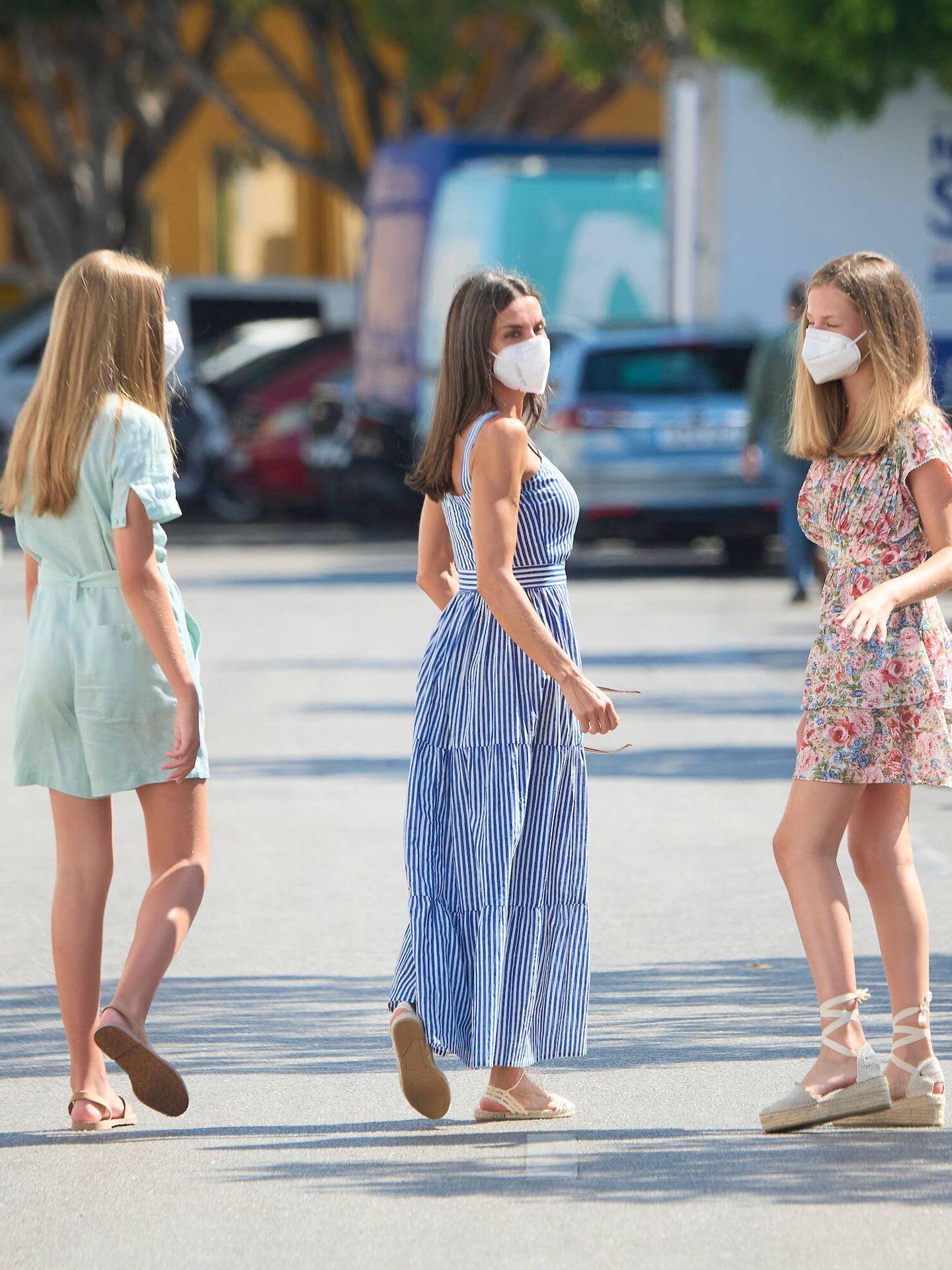La Reina, con sus hijas en Mallorca. (LP)