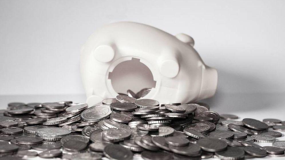 Foto: Hucha perdiendo dinero. (Pixabay)