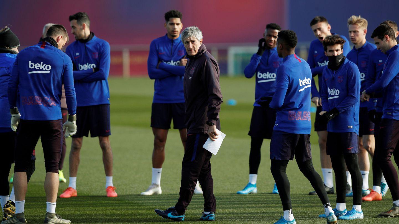 Quique Setién, durante una sesión de entrenamiento con el FC Barcelona. (EFE)