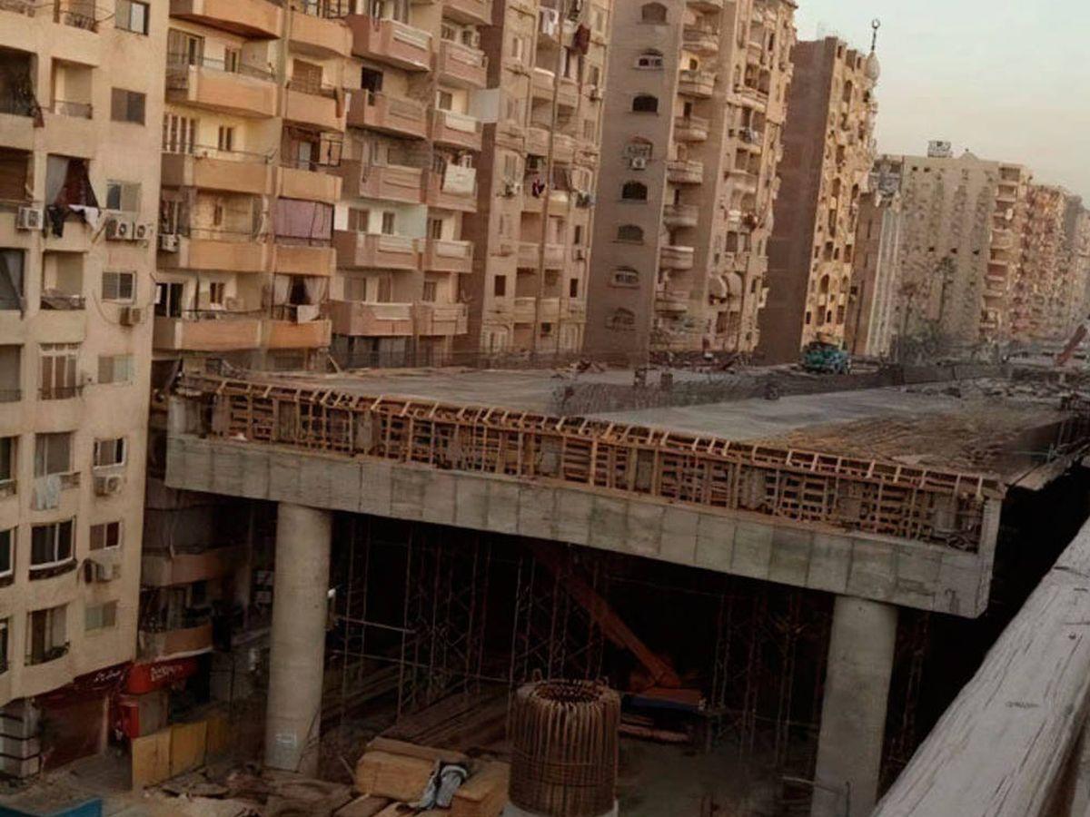 Foto: La autopista pasando a escasos centímetros de las viviendas es impactante (Foto: Twitter)