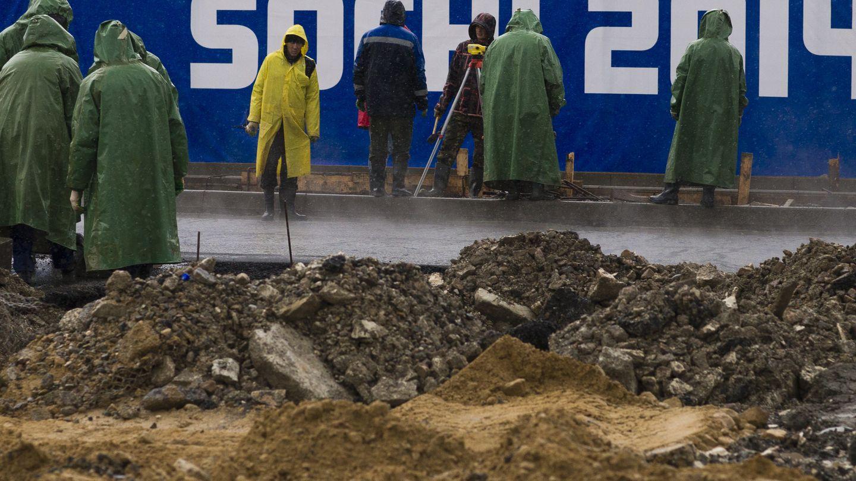 Trabajadores en las instalaciones de Sochi (Reuters).