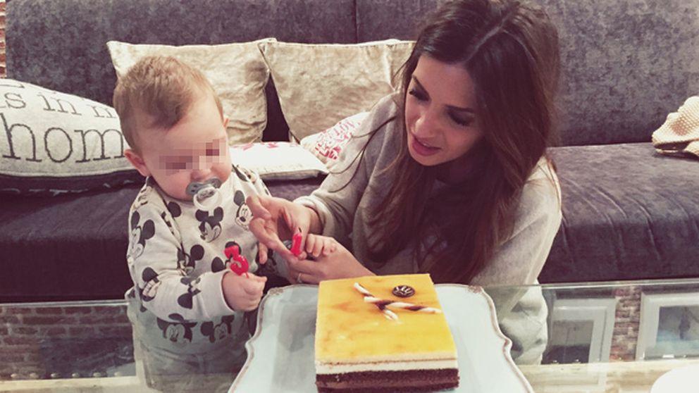 Martín ayudó a Sara a soplar las velas de su tarta de cumpleaños