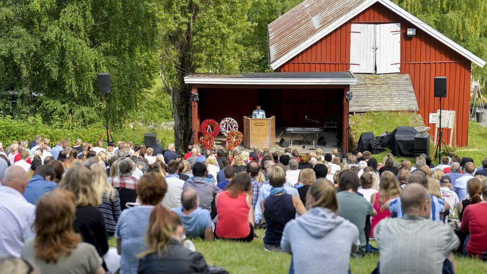 Foto: El Partido Laborista noruego conmemora el aniversario del tiroteo del ultraderechista Anders Breivik en un campamento de verano en 2011. (Reuters)