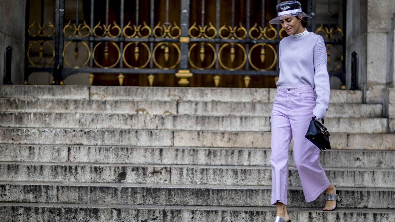 Gala González en lila, en París. (Imaxtree)