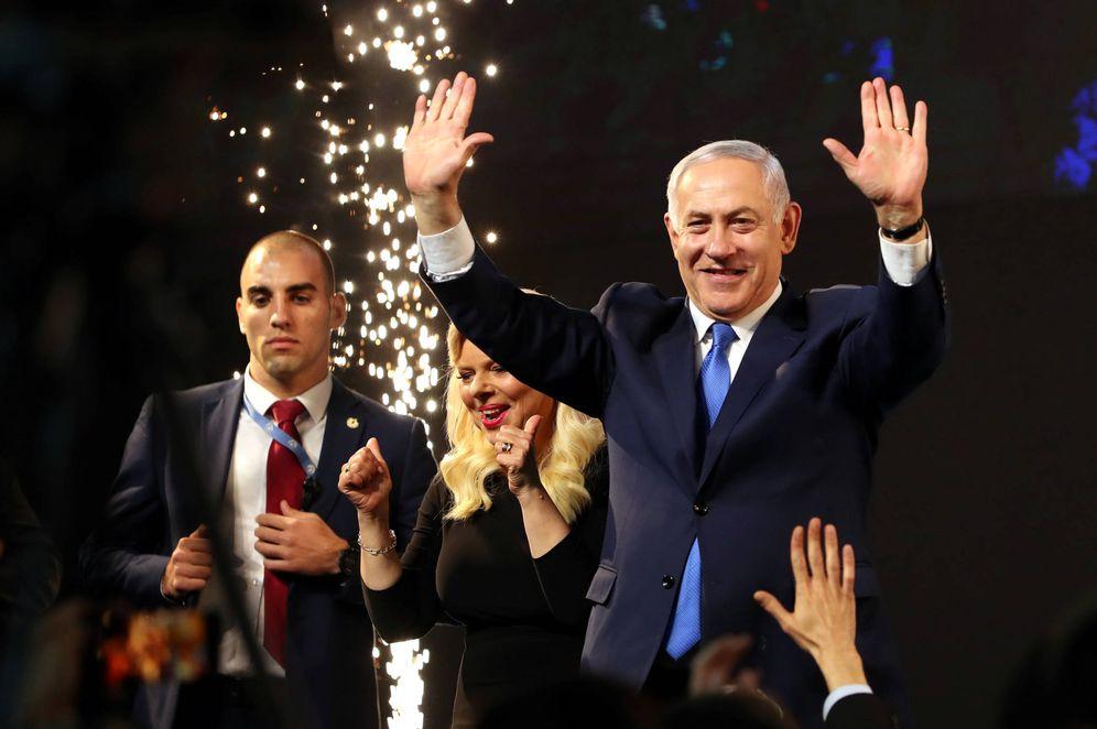 Foto: Benjamin Netanyahu y su mujer reaccionan al conocer los resultados de las elecciones, en Tel Aviv. (Reuters)