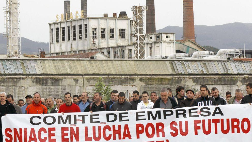 Sniace, suspendida ante la amenaza de cierre de su planta de Torrelavega