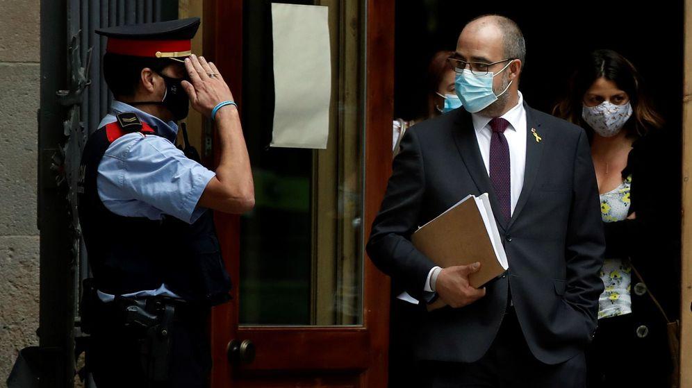 Foto: El conseller de Interior de la Generalitat, Miquel Buch, a su salida del Palacio de Justicia de Barcelona. (EFE)