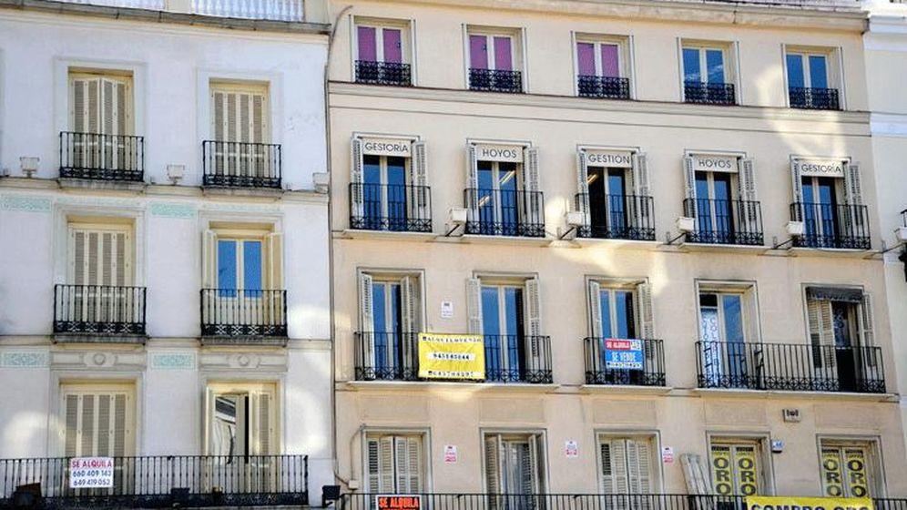Foto: Imagen de archivo de un edificio de viviendas particulares. (EFE)