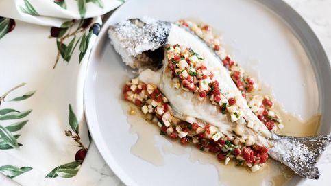 Dorada a la sal con vinagreta, pescado en costra salina con salsa multicolor