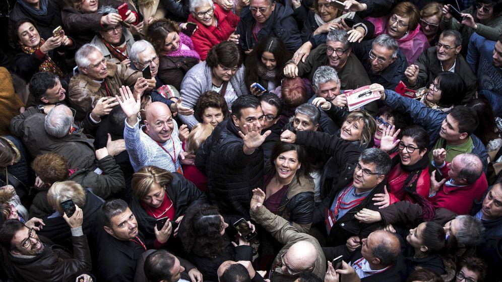 Foto: El ex secretario general del PSOE Pedro Sánchez, durante su retorno político en Xirivella (Valencia), este 26 de noviembre. (EFE)