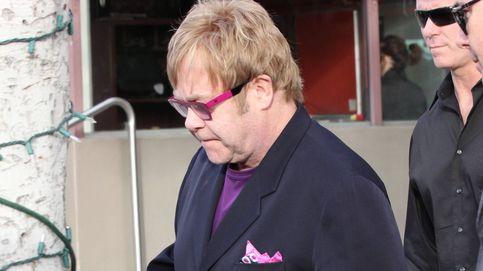 Elton John, roto de dolor, se despide de su madre (con la que no se hablaba)