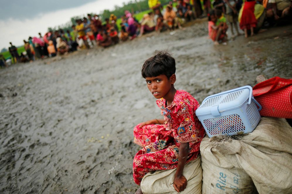 Foto: Una niña rohingya bajo custodia de la Guardia Fronteriza de Bangladesh, en Teknaf. (Reuters)