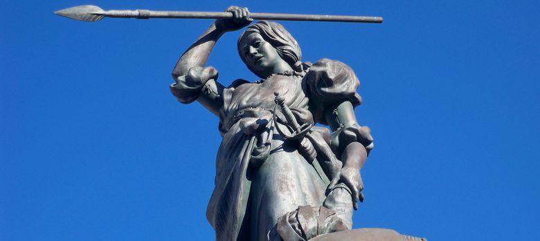 Foto: Estatua de María Pita, en el centro de La Coruña.
