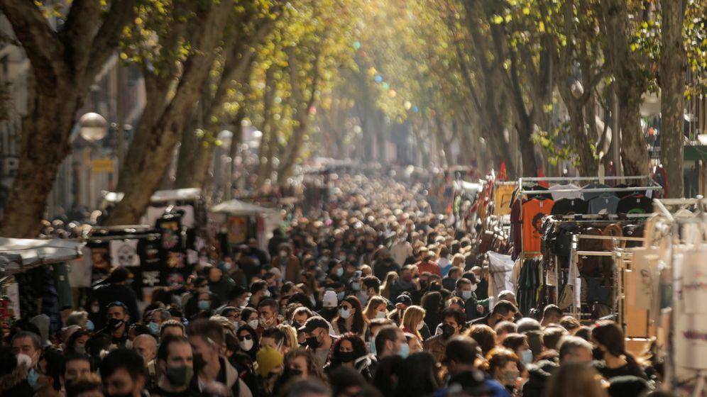 Foto: El Rastro, el pasado domingo. (Reuters/Javier Barbancho)