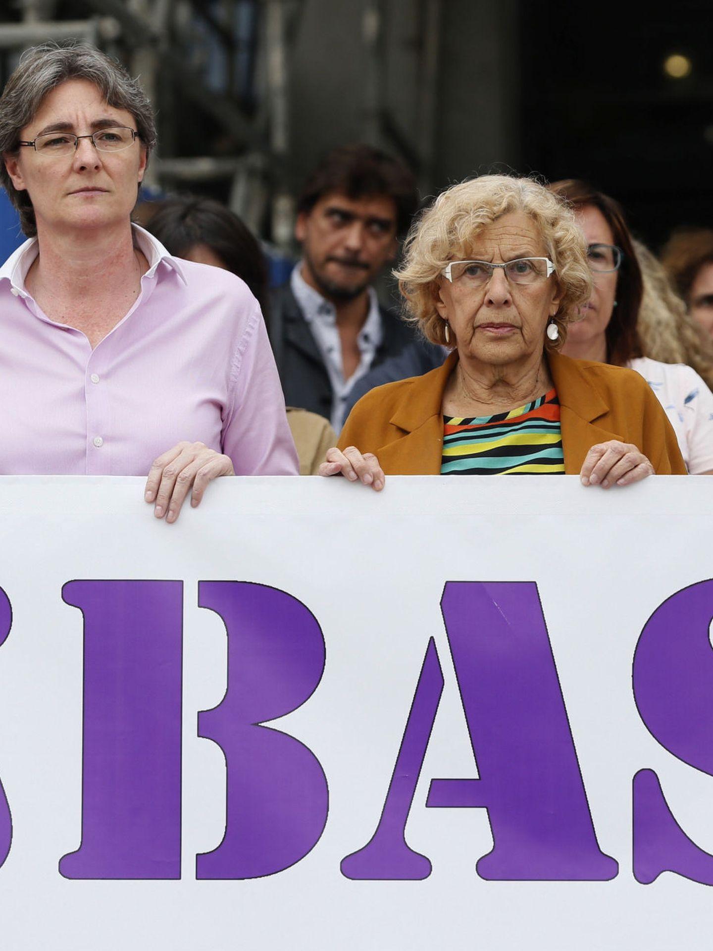 La alcaldesa de Madrid, Manuela Carmena, y la vicealcaldesa, Marta Higueras, contra la violencia de género.