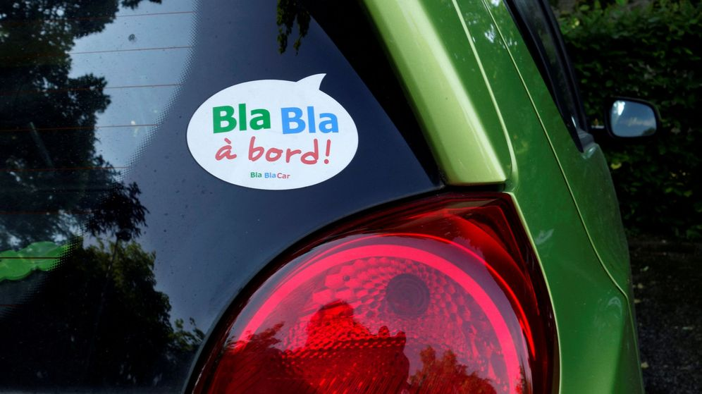 Foto: Imagen de archivo de un coche con el indicativo de Blablacar. (Reuters)