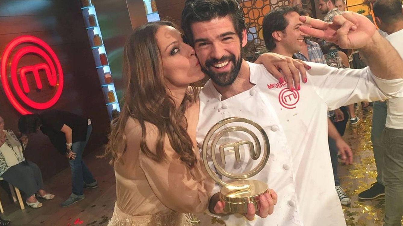 Foto: Miguel Ángel Muñoz con Eva González en 'MasterChef Celebrity'