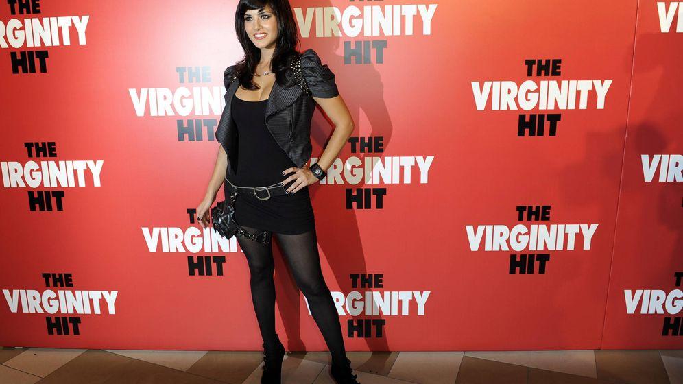 Foto: Sunny Leone posa a su llegada a la presentación especial de la película The Virginity Hit Foto: EFE/PAUL BUCK