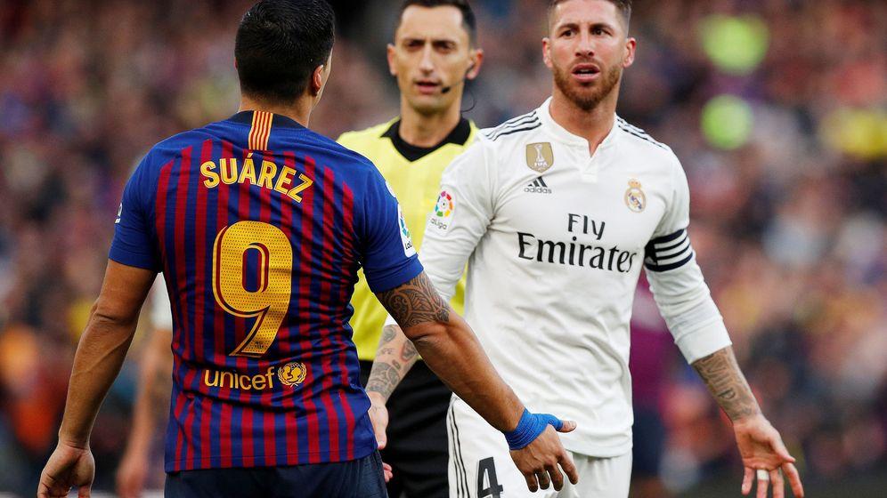 Foto: Solari y Suárez se encaran en el Camp Nou. (Reuters)