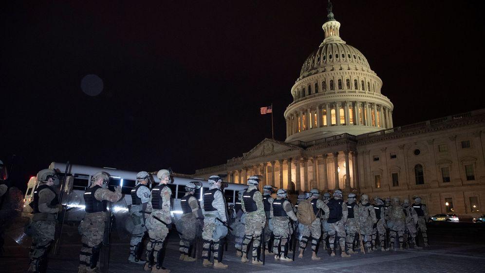Foto: La Guardia Nacional, en el exterior del Capitolio. (EFE)