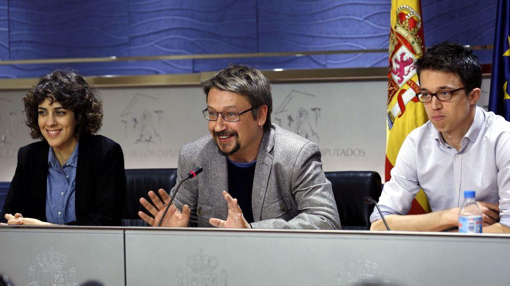Foto: Alexandra Fernández, portavoz de En Marea, y Xavier Domènech, portavoz de En Comú, junto al número dos de Podemos, Íñigo Errejón. (EFE)