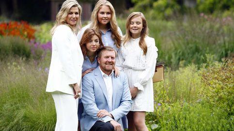 Máxima de Holanda y sus hijas, con looks coordinados en su posado de verano