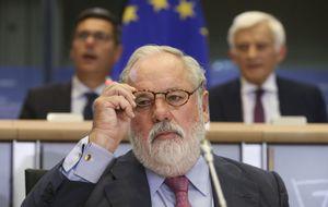 Cañete se disculpa por sus palabras machistas ante la Eurocámara
