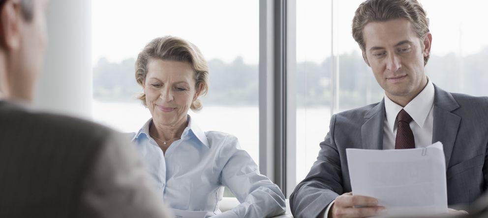 Foto: El entrevistador siempre verá con buenos ojos que, además del currículum, se aporten cartas de recomendación. (Corbis)