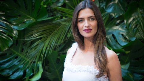 Sara Carbonero, bañador de la mañana a la noche: tres looks y un protagonista