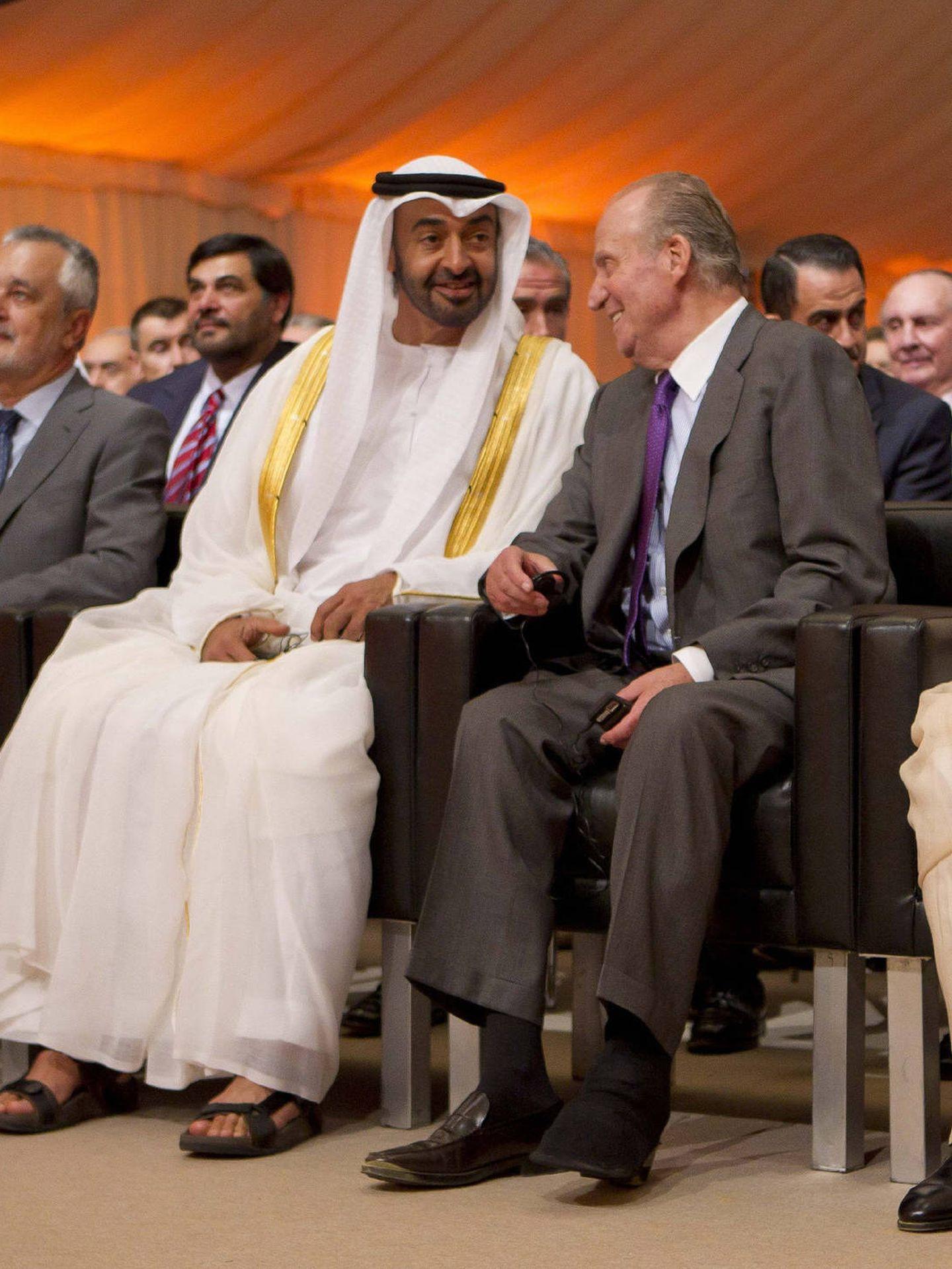 Juan Carlos I y el príncipe de Abu Dabi, el jeque Mohamed bin Zayed Al Nahyan. (EFE)