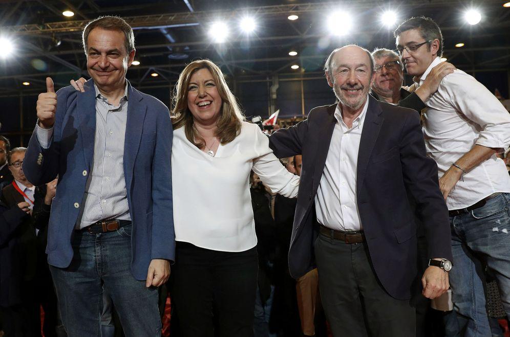 Foto: Susana Díaz, con José Luis Rodríguez Zapatero, Alfredo Pérez Rubalcaba, Antonio Balmón y Eduardo Madina, el pasado 26 de marzo. (EFE)