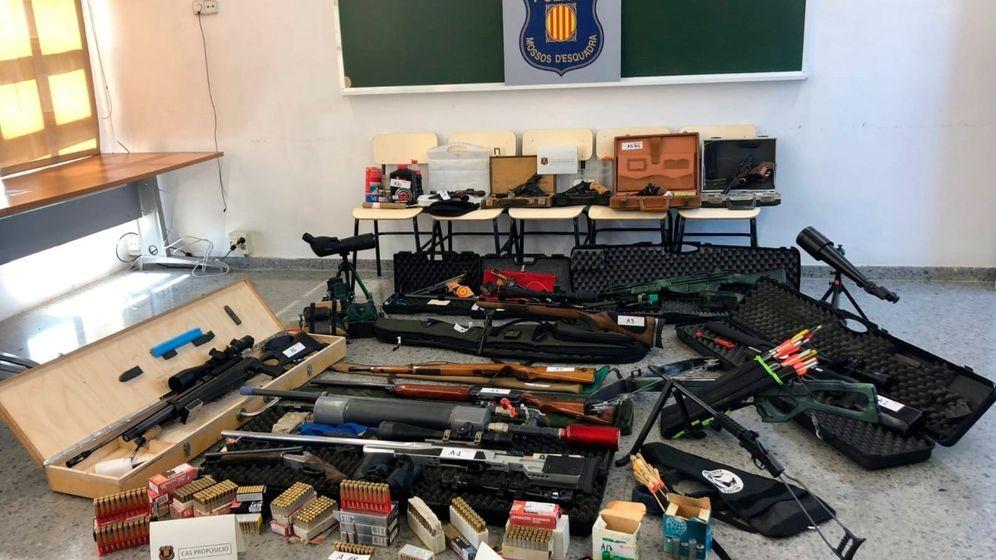 Foto: El arsenal incautado al tirador acusado. (EFE)