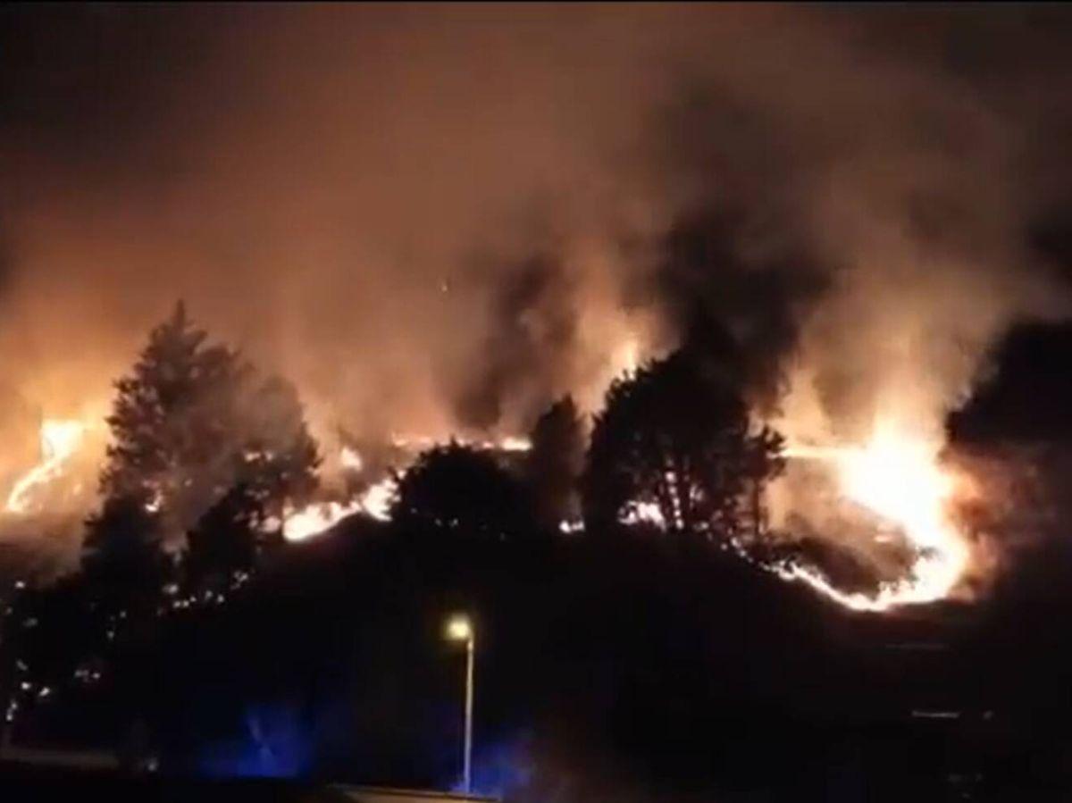 Foto: Incendio en el cerro del Castillo de Burgos. (EP)